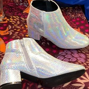 Holographic Booties